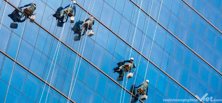Dịch vụ lau kính nhà cao tầng