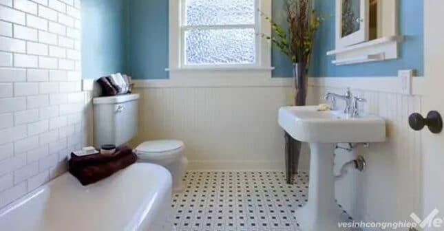 nhà vệ sinh có mùi cống